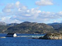 Piscicultura no fiorde norueguês Imagens de Stock Royalty Free