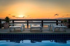 Piscina al tramonto con Nizza la vista Fotografia Stock