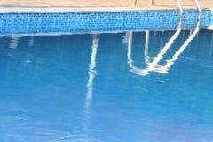 Piscina azul Fotografía de archivo