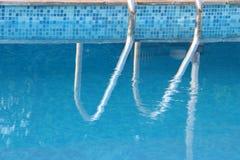Piscina azul Imagenes de archivo