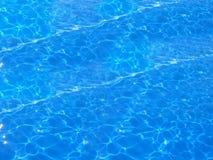 Piscina azul profunda Foto de archivo libre de regalías