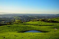 Piscina azul profunda natural en el top de la montaña Fotografía de archivo libre de regalías