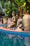Piscina bonita em Tailândia imagens de stock