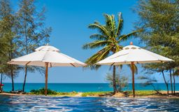 Piscina bonita no recurso tropical, Phuket, Tailândia Imagens de Stock Royalty Free