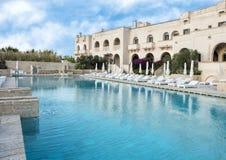 Piscina, Borgo Egnazia Recurso Savelletri Di Fasano, Itália Fotografia de Stock Royalty Free