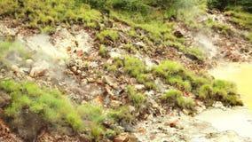Piscina caliente del fango en el parque nacional de Rincon de la Vieja almacen de metraje de vídeo
