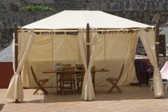 Piscina com um summerhouse Foto de Stock Royalty Free