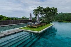 Piscina con la montagna, Tailandia Fotografia Stock Libera da Diritti