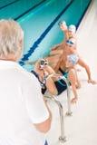 Piscina - concorrenza di addestramento del nuotatore Fotografia Stock Libera da Diritti