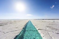 Piscina de agua en las salinas Grandes Jujuy, la Argentina. Fotos de archivo libres de regalías