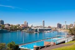 """Piscina de Charlton del 'Boy' de Andrew, encaramada sobre opinión imponente del †de Sydney Harbour """" fotografía de archivo libre de regalías"""