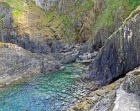 Piscina de Cornualles de la roca Fotos de archivo libres de regalías
