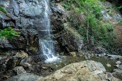 Piscina de la cascada de Caledonia en las montañas cerca de Platres, Chipre Foto de archivo libre de regalías