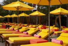 Piscina de la natación del hotel de centro turístico y el vadear Imagenes de archivo