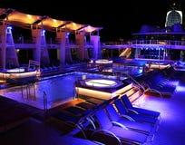 Piscina de la noche en un barco de cruceros Imagen de archivo