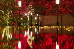 Piscina de la reflexión fuera del templo mormón de LDS en la Navidad en Salt Lake City Fotos de archivo libres de regalías