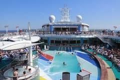 Piscina del barco de cruceros foto de archivo libre de regalías