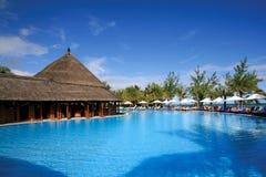 Piscina del centro turístico en Isla Mauricio Fotos de archivo