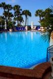 Piscina del hotel de centro turístico imagen de archivo libre de regalías