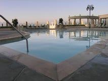Piscina del hotel de lujo imagen de archivo libre de regalías