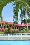 Piscina della località di soggiorno dell'hotel della spiaggia Fotografia Stock