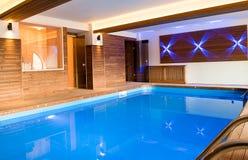 Piscina dentro dentro da casa fotos de stock 134 piscina dentro dentro da casa imagens de - Piscina da interno ...