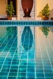 Piscina in dettaglio tropicale di vista della località di soggiorno in Tailandia immagine stock