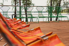 Piscina do hotel de luxo na frente do mar Imagens de Stock Royalty Free