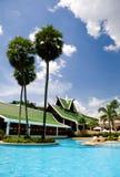 Piscina do hotel de recurso de Tailândia Foto de Stock Royalty Free