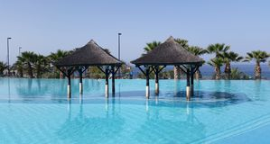 Piscina do recurso do hotel da praia Imagem de Stock