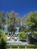 A piscina e o Jacuzzi exteriores luxuosos em um hotel recorrem foto de stock