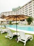 A piscina em um hotel famoso na cidade de Caracas foto de stock