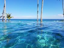 Piscina en Bali, Indonesia del infinito Foto de archivo libre de regalías