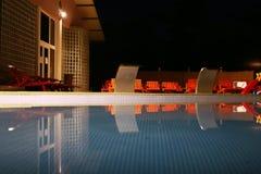 Piscina en la noche Imagen de archivo