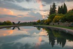 Piscina en la puesta del sol Fotografía de archivo libre de regalías
