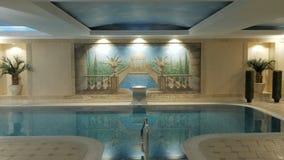 Piscina interior del hotel del balneario metrajes