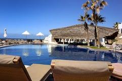 Piscina mexicana del centro turístico foto de archivo libre de regalías