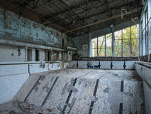 Piscina na cidade fantasma de Pripyat perto de Chernobyl, 2016 Imagem de Stock