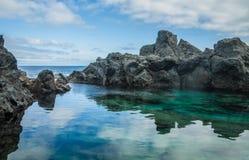 Piscina natural Charco De La Laja, no norte de Tenerife Imagens de Stock