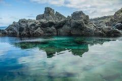 Piscina natural Charco De La Laja, no norte de Tenerife Imagem de Stock