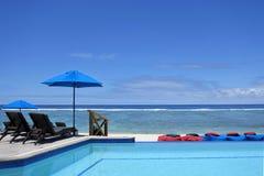 Piscina no resort da ilha tropical Foto de Stock Royalty Free