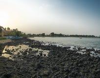 Piscina oceánica en la isla tropical de Sao Tome imágenes de archivo libres de regalías