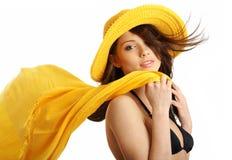 Piscina siguiente de la muchacha atractiva del verano Fotos de archivo libres de regalías
