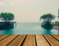 piscina superior de madera de la tabla imagenes de archivo