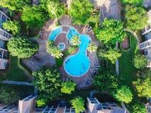 Piscina típica do apartamento da vista aérea em América Imagens de Stock Royalty Free
