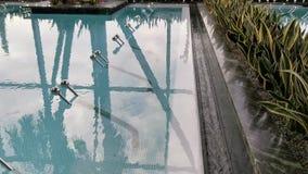 Piscina termal - superficie del agua que burbujea almacen de video