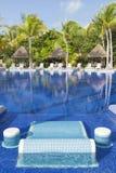 Piscina tropical bonita Fotos de Stock