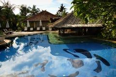 Piscina tropical del hotel, Bali Imágenes de archivo libres de regalías
