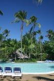 Piscina tropical en el centro turístico Imágenes de archivo libres de regalías