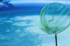 Piscina y desnatadora inflables del jardín Fotografía de archivo